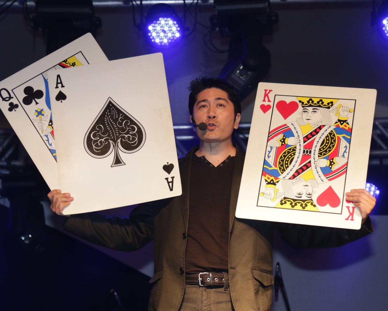 """Img: Ilusionista Edson Iwassaki traz os mistérios da """"mágica oriental"""" para o Akimatsuri"""